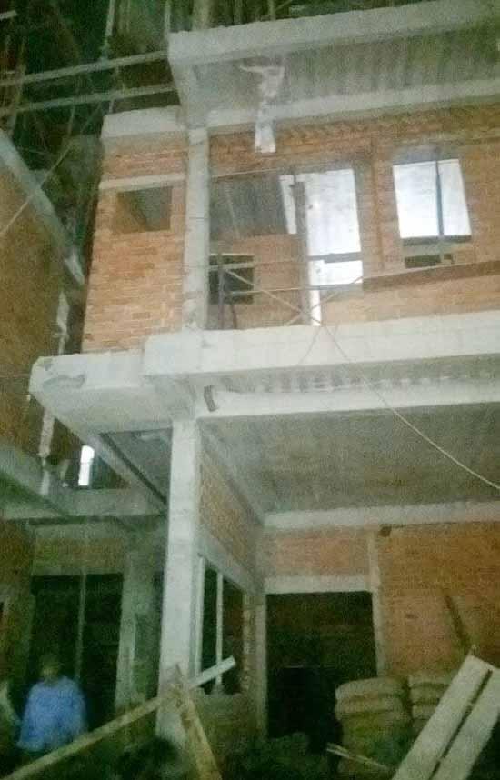 tăng ca thi công công trình nhà mới-min